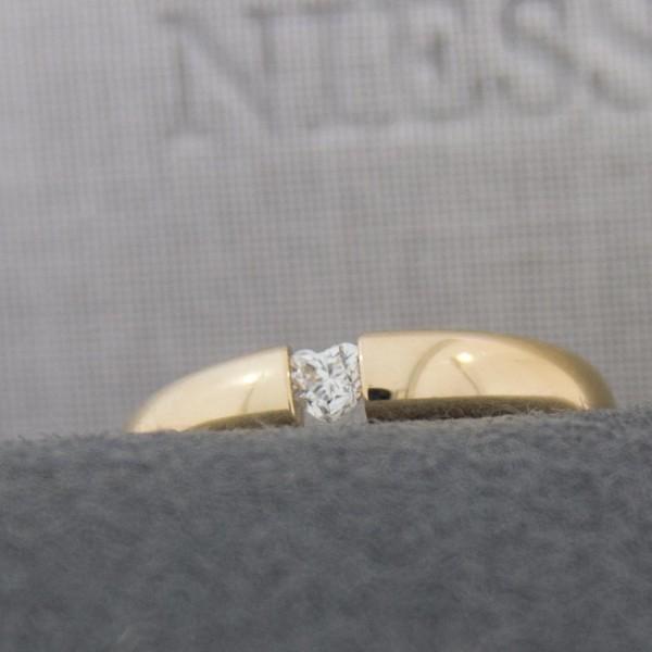 """Spannring """"Oval"""" mit Herz-Diamant"""